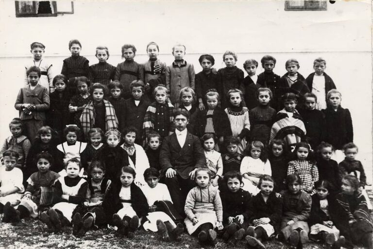 Girls from Srdoči Public School, Rijeka, 1912/1913