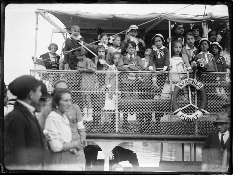 Children of Rijeka departing to Italy due to the economic blockade of Rijeka under the D'Annunzio administration, 1920