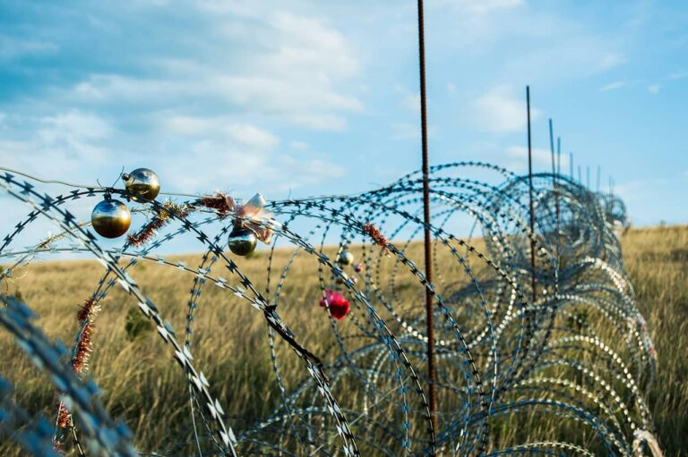 Migrant crisis, border crossing, Misel Sirotić, Shutterstock